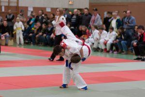 Bild 3 Mehmet in Blau Wurf
