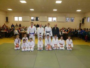 jujutsu-vorfuehrteam-mit-trainerinnen